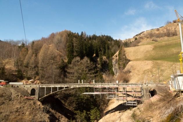 Valtschielbrücke noch im Bau.